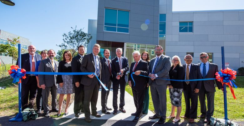 Photo of SUNY New Paltz cuts ribbon on new Engineering Innovation Hub