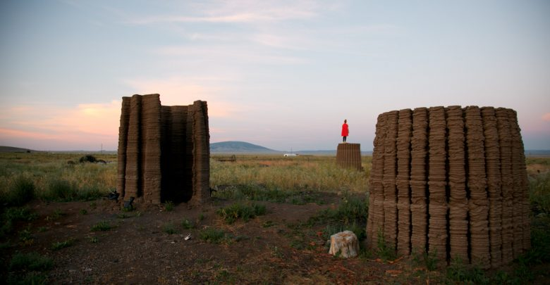 Photo of Mud Frontiers: Emerging Objects 3D prints four structures made from mud