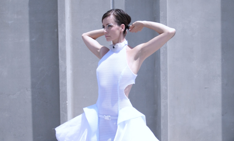 Photo of Anouk Wipprecht presents new 3D printed Proximity Dress for social distancing