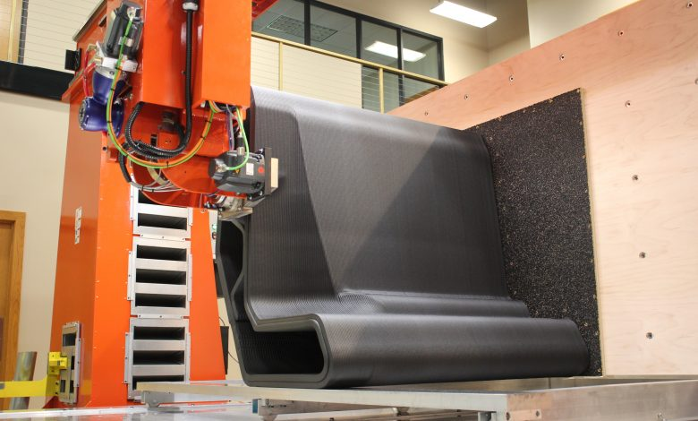 Photo of Thermwood demonstrates Vertical Layer Print tech with LSAM MT