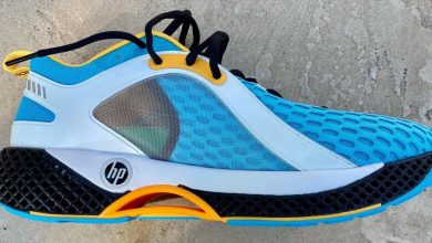 Photo of HP senior exec shows off new, 3D printed, HP-branded running shoes