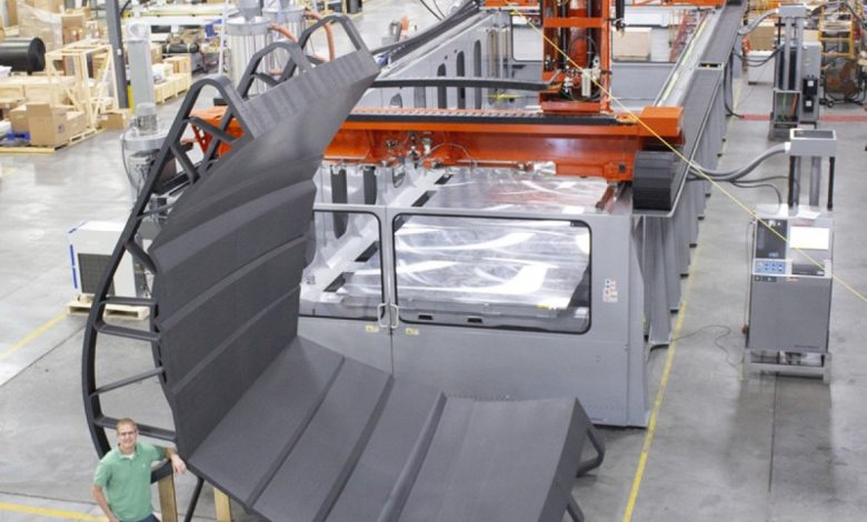 Photo of Thermwood 3D prints single hull mold for a 51-foot long yacht