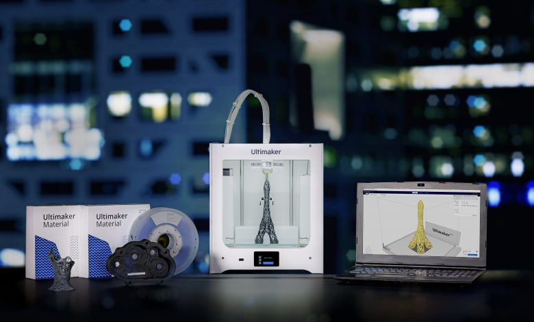 The Ultimaker2 Connect extrusion printer with the optional air manager attachment