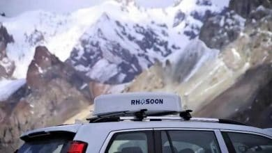 An example of Rhosoon's 5G antenna mounted on a vehicle.