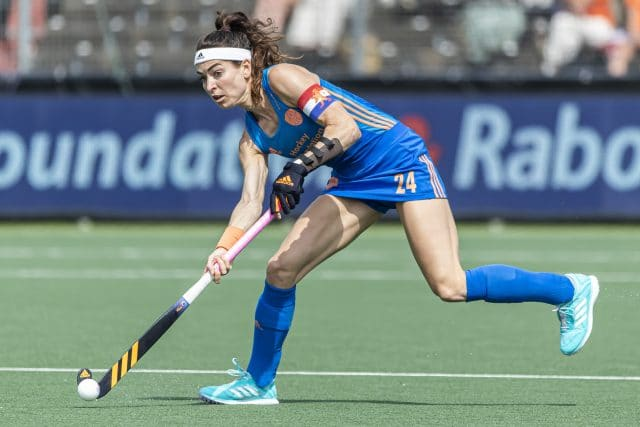 When Eva de Goede, three-time Olympic field hockey medalist for the Dutch national team, broke her wrist just two months before the start of the 2021 European Championship, it was a race against time to recover at time.